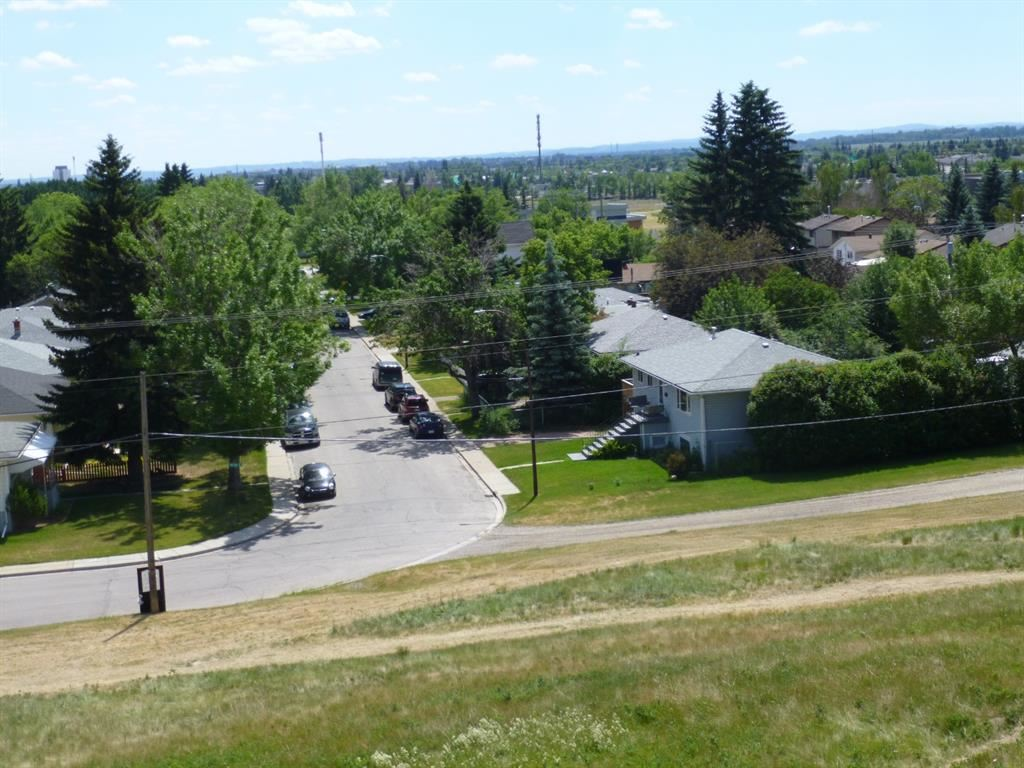 Photo of 7232-7234 20 Street SE, Calgary, AB t2c 0p7 (MLS # A1124614)