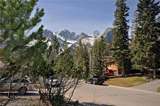 Photo of 1020 RUNDLEVIEW DR, Canmore, AB T1W 2P2 (MLS # C4291677)