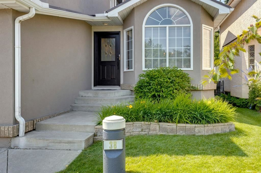 Photo of 38 Hamptons Grove NW, Calgary, AB T3A 5C2 (MLS # A1132744)