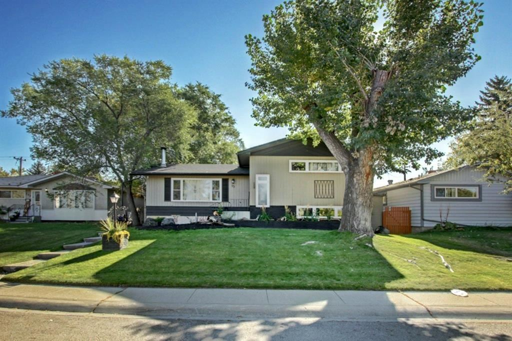 Photo of 99 Ferncliff Crescent SE, Calgary, AB T2H 0V5 (MLS # A1148773)