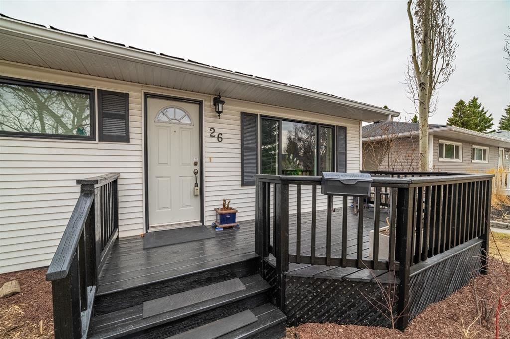 Photo of 26 Galway Crescent SW, Calgary, AB T3E 4Y3 (MLS # A1092796)