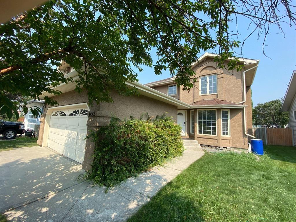 Photo of 652 Shawinigan Drive SW, Calgary, AB T2Y 2H4 (MLS # A1132826)