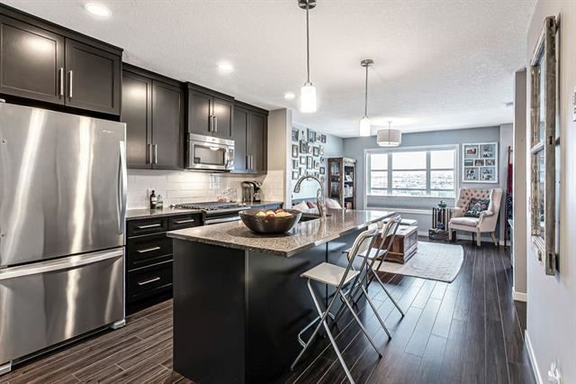 Photo of 809 EVANSRIDGE PA NW, Calgary, AB T3P 0N7 (MLS # C4296848)