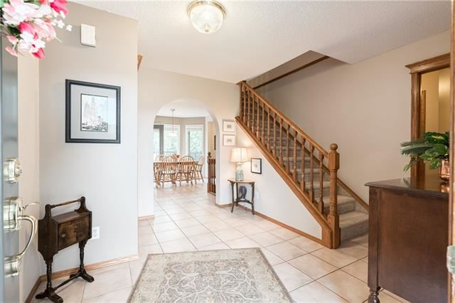 Photo of 648 COUNTRY HILLS CO NW, Calgary, AB T3K 3Z4 (MLS # C4296872)