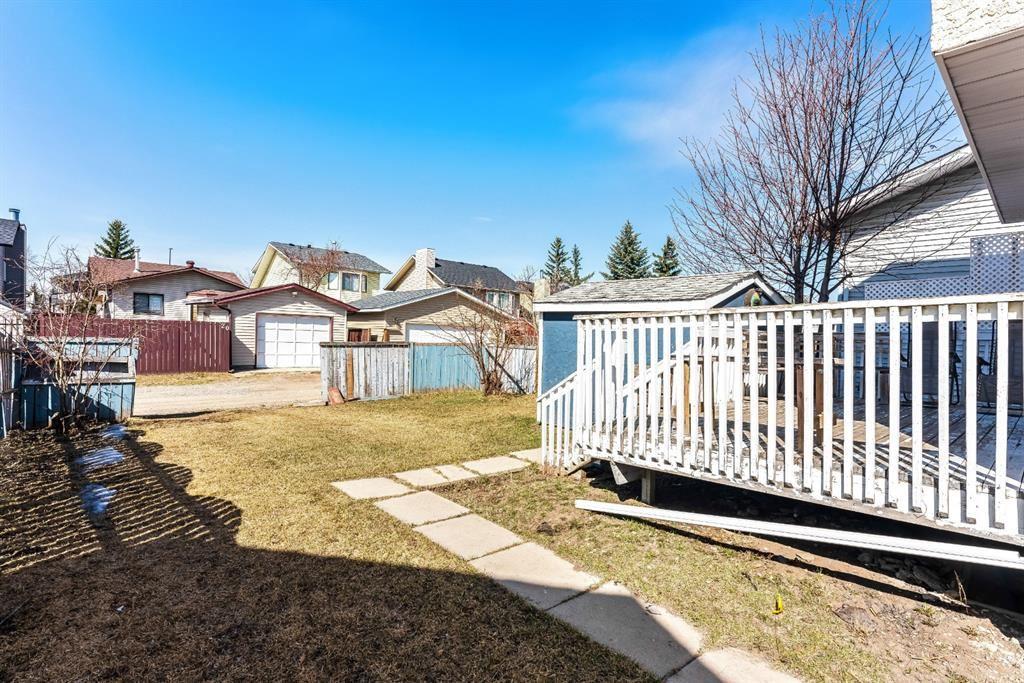 Photo of 92 Martindale Crescent NE, Calgary, AB T3J 2V9 (MLS # A1092895)