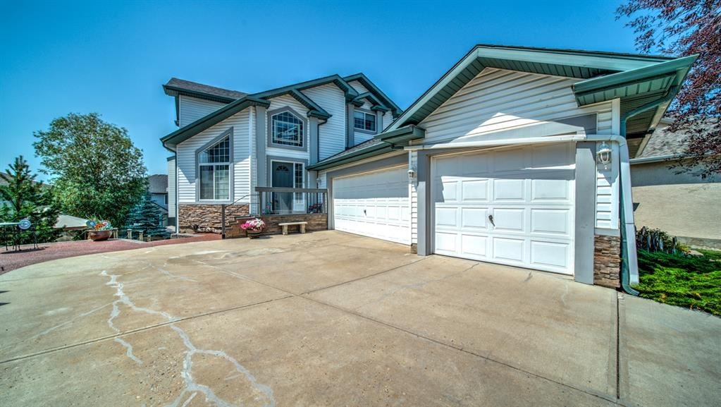 Photo of 121 Cove Point, Chestermere, AB T1X 1G1 (MLS # A1131912)