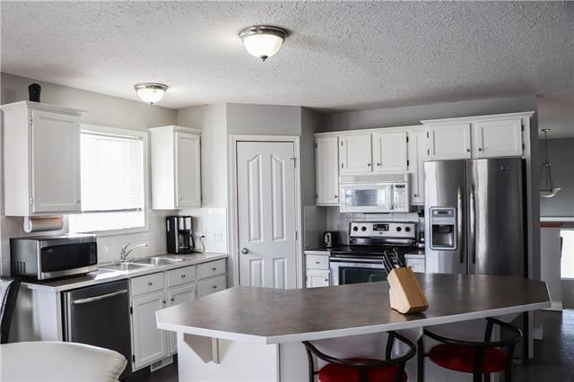 Photo of 157 HILLVALE CR, Strathmore, AB T1P 1X6 (MLS # C4289929)