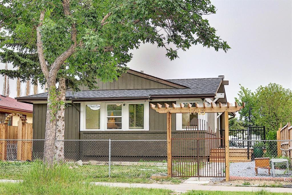 Photo of 1243 Falconridge Drive NE, Calgary, AB T3J 1A3 (MLS # A1134946)