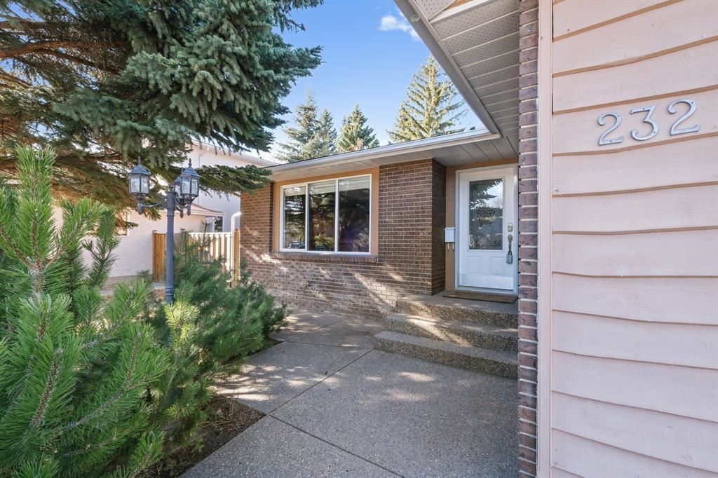 Photo of 232 Valhalla Crescent NW, Calgary, AB T3A 2A1 (MLS # A1092959)
