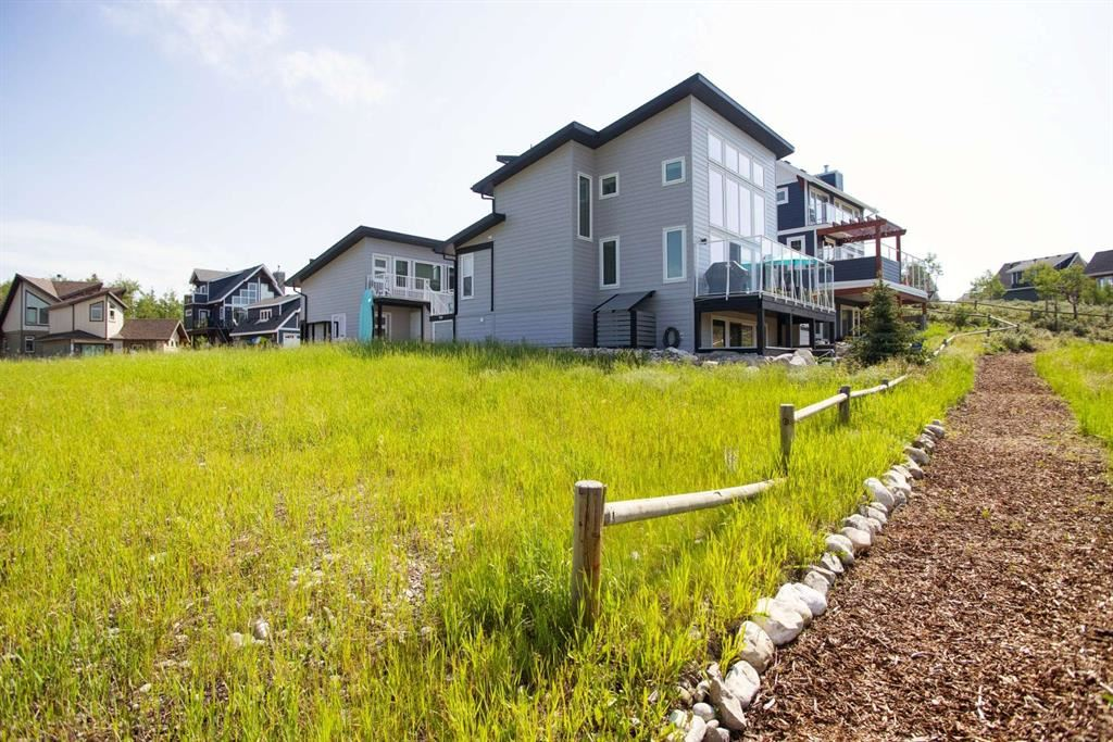 Photo of 423 Cottageclub Cove, Rocky View County, AB T4C 1B1 (MLS # A1128960)
