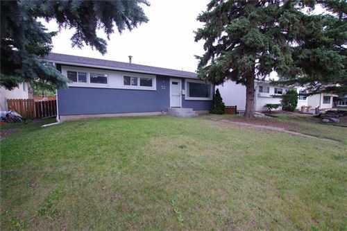 Photo of 52 HARDISTY PL SW, Calgary, AB T2V 3B3 (MLS # C4264964)