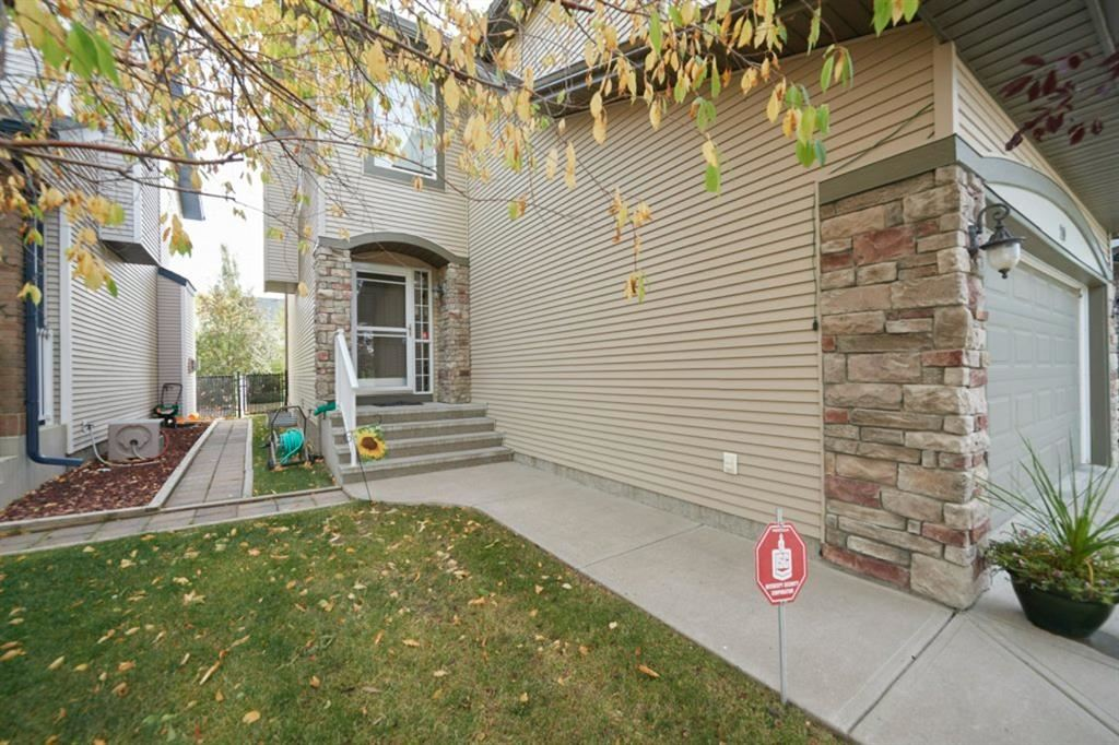 Photo of 20 Cougarstone Common SW, Calgary, AB T3H 5P5 (MLS # A1036988)