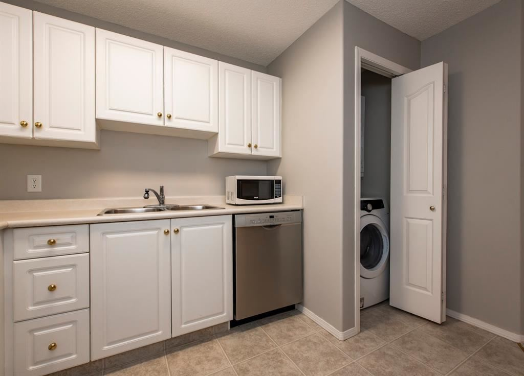 Photo of 5000 Somervale Court SW #213, Calgary, AB T2Y 4M1 (MLS # A1134999)