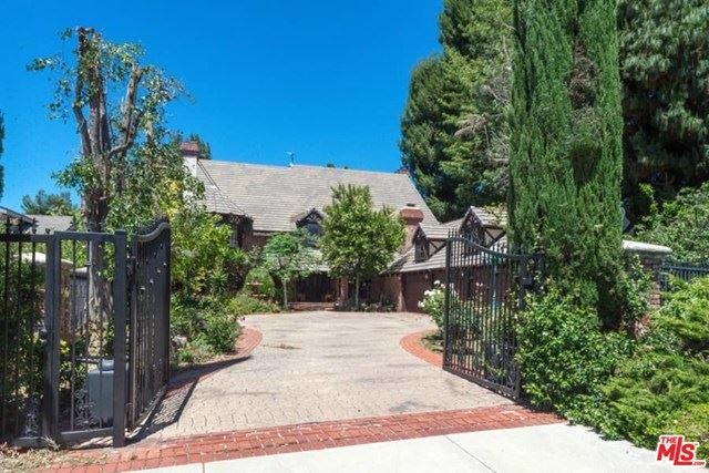 Photo for 9421 VANALDEN Avenue, Northridge, CA 91324 (MLS # 20590000)
