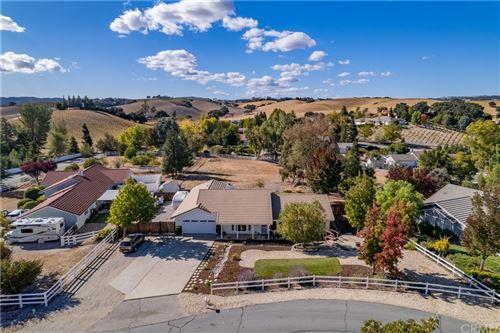 Photo of 172 Helgren Court, Templeton, CA 93465 (MLS # NS21232002)