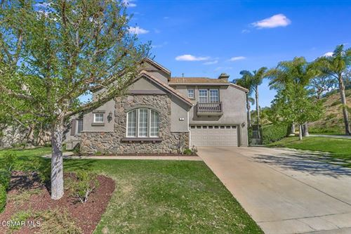 Photo of 17 Twisted Oak Drive, Simi Valley, CA 93065 (MLS # 221001003)