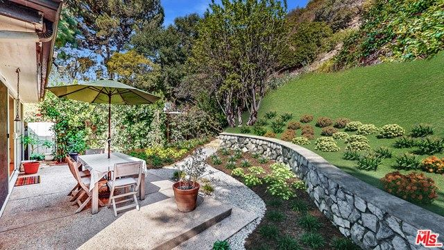 Photo of 9833 Easton Drive, Beverly Hills, CA 90210 (MLS # 20650004)