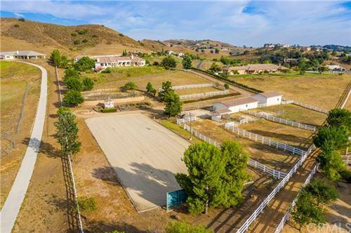 Photo of 40001 Calle De Suenos, Murrieta, CA 92562 (MLS # ND20155006)