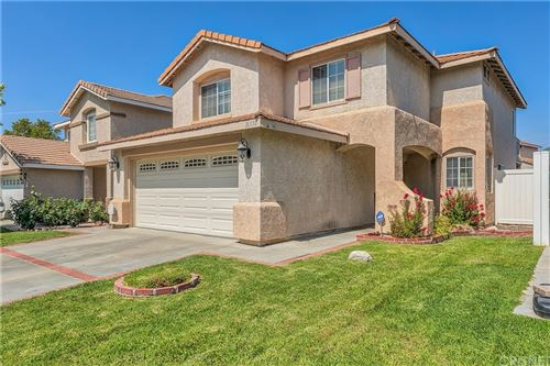 Photo of 26534 Goldfinch Place, Canyon Country, CA 91351 (MLS # SR21136006)