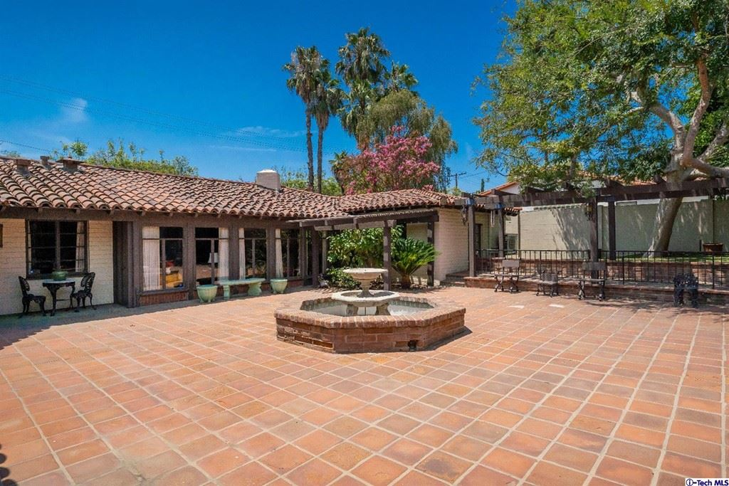 Photo of 915 W Kenneth Road, Glendale, CA 91202 (MLS # 320007011)