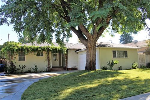 Photo of 6514 Glade Avenue, Woodland Hills, CA 91303 (MLS # 220011012)