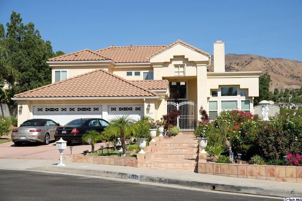 Photo of 11929 Vara Place, Granada Hills, CA 91344 (MLS # 320008015)