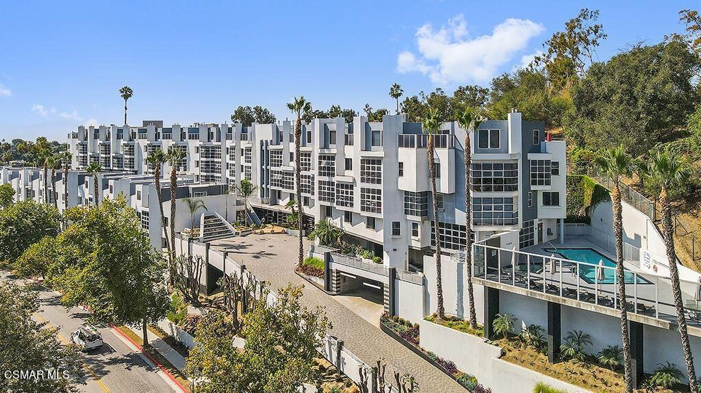 Photo of 171 N Church Lane #405, Los Angeles, CA 90049 (MLS # 221005021)