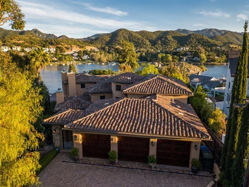 Photo of 328 Lake Sherwood Drive, Westlake Village, CA 91361 (MLS # 220005022)