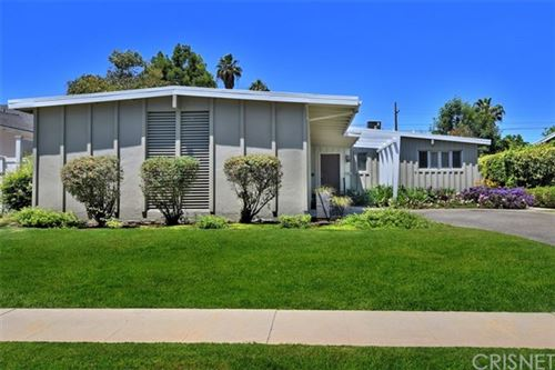 Photo of 5945 Babbitt Avenue, Encino, CA 91316 (MLS # SR21002027)