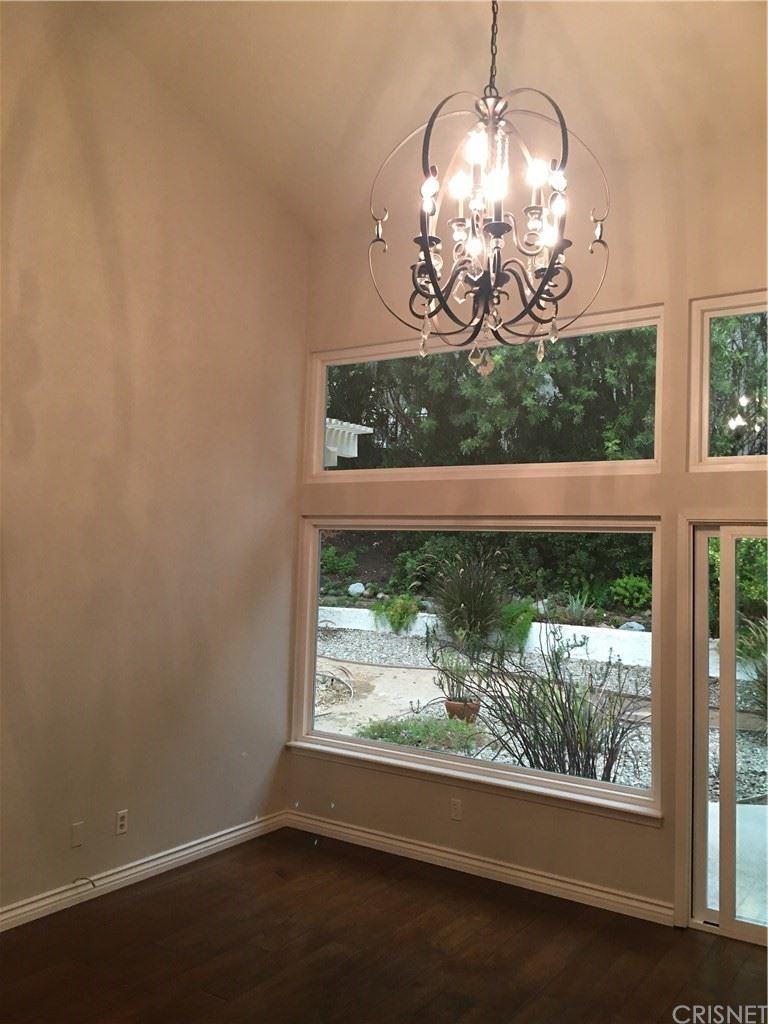 Photo of 925 Evenstar Avenue, Westlake Village, CA 91361 (MLS # SR21224028)