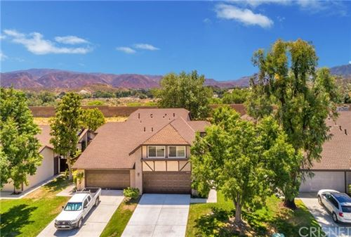 Photo of 16834 Shinedale Drive, Canyon Country, CA 91387 (MLS # SR20134029)