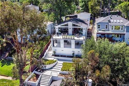 Photo of 11553 Sunshine Terrace, Studio City, CA 91316 (MLS # SR21204029)