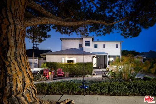 Photo of 12906 Warren Avenue, Los Angeles, CA 90066 (MLS # 20611030)