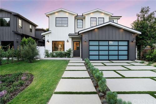 Photo of 4915 Agnes Avenue, Valley Village, CA 91607 (MLS # SR20209030)
