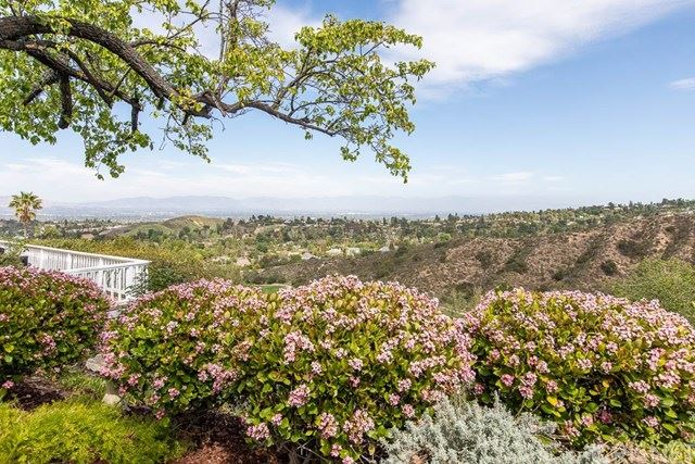 Photo of 4608 Wolfe Way, Woodland Hills, CA 91364 (MLS # SR21073030)
