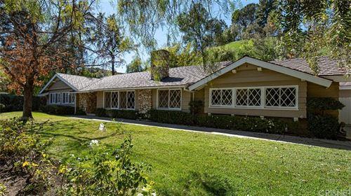 Photo of 5565 Jed Smith Road, Hidden Hills, CA 91302 (MLS # SR21137032)