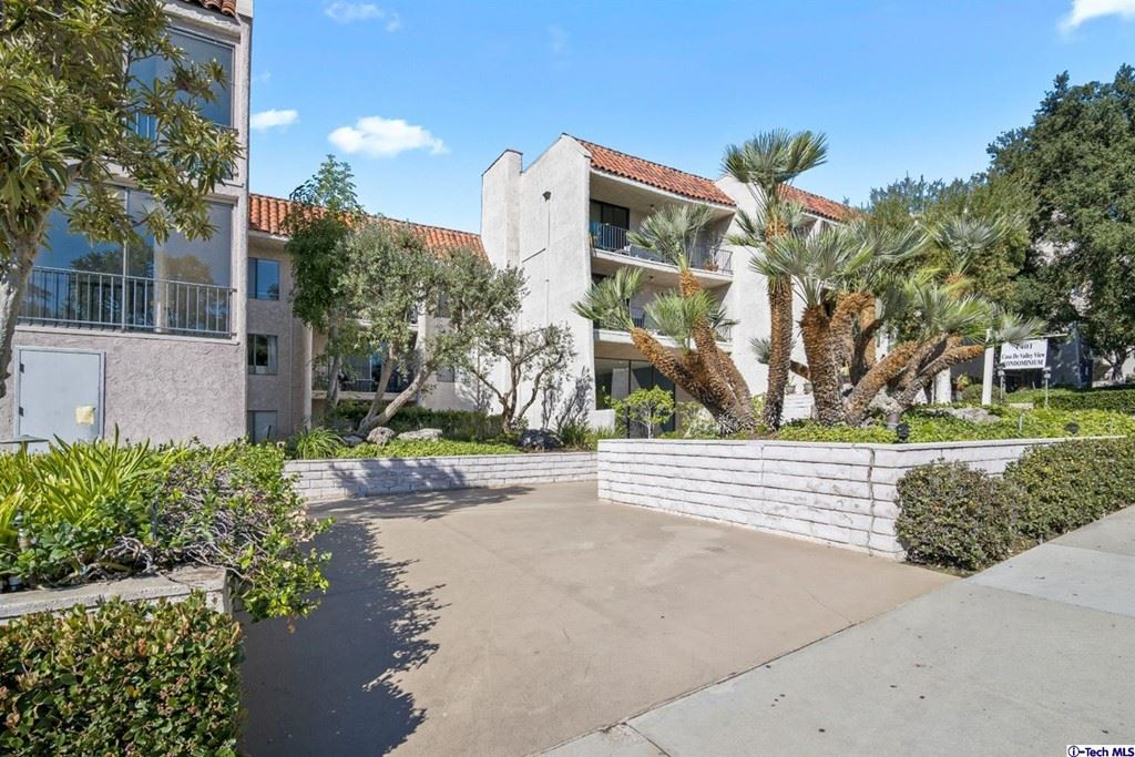 Photo of 1401 Valley View Road #222, Glendale, CA 91202 (MLS # 320008032)