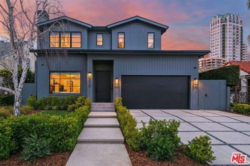 Photo of 10639 Wellworth Avenue, Los Angeles, CA 90024 (MLS # 21726034)