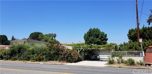 Photo of 5027 Hayvenhurst Avenue, Encino, CA 91436 (MLS # DW20140036)