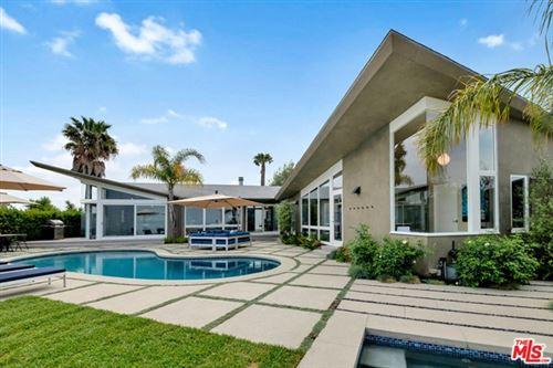 Photo of 14575 Deervale Place, Sherman Oaks, CA 91403 (MLS # 21730038)