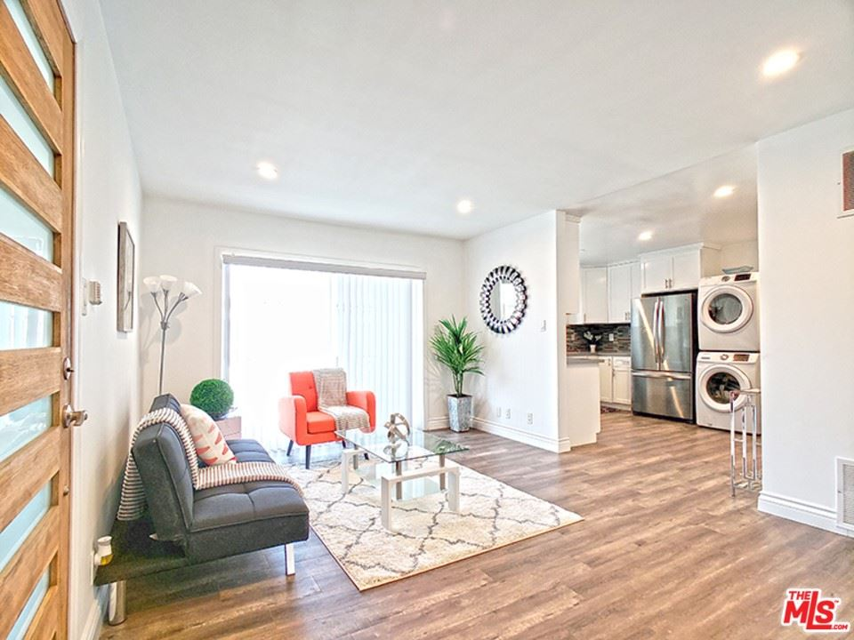 Photo of 2040 S Sherbourne Drive #4, Los Angeles, CA 90034 (MLS # 21767038)