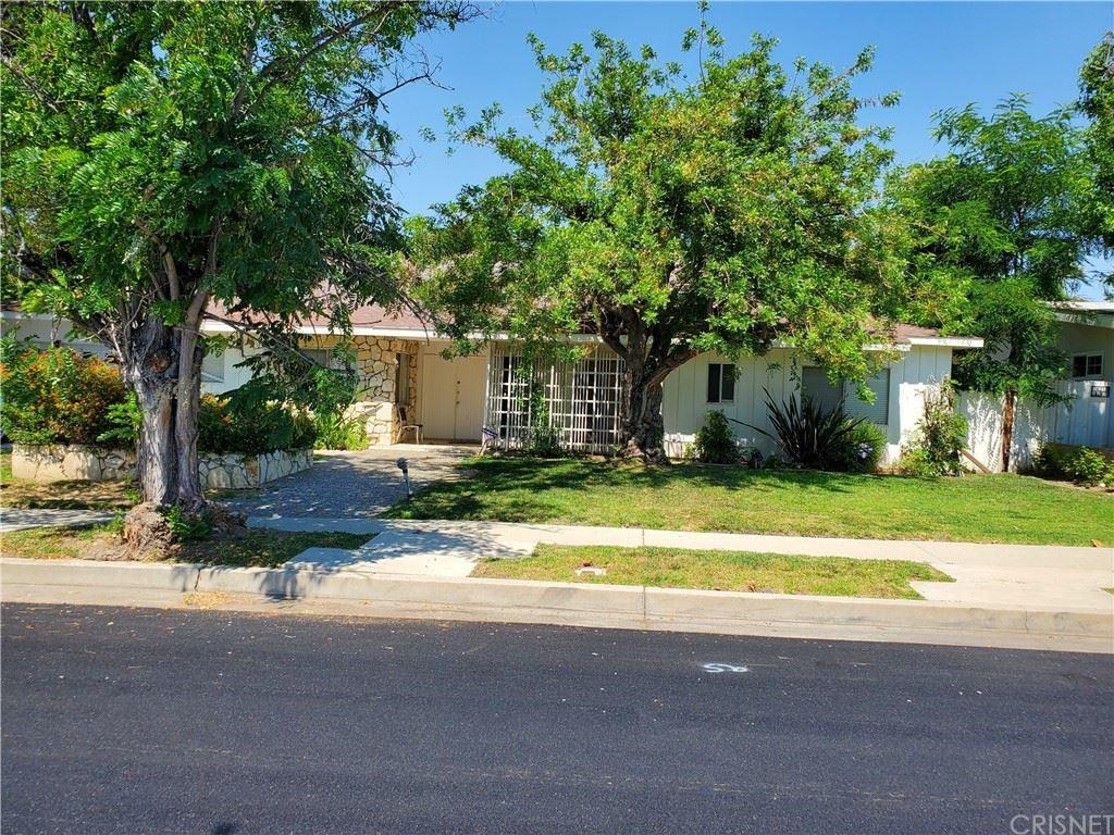 Photo of 4734 Almidor Avenue, Woodland Hills, CA 91364 (MLS # SR21134038)