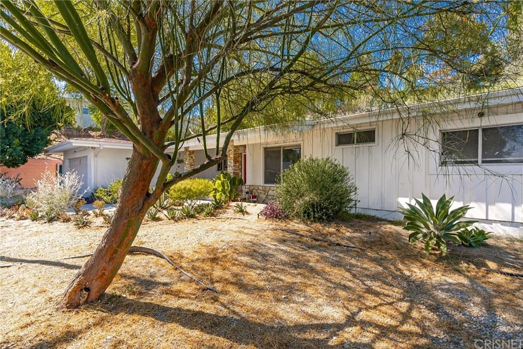Photo of 5661 Wilhelmina Avenue, Woodland Hills, CA 91367 (MLS # SR21207038)