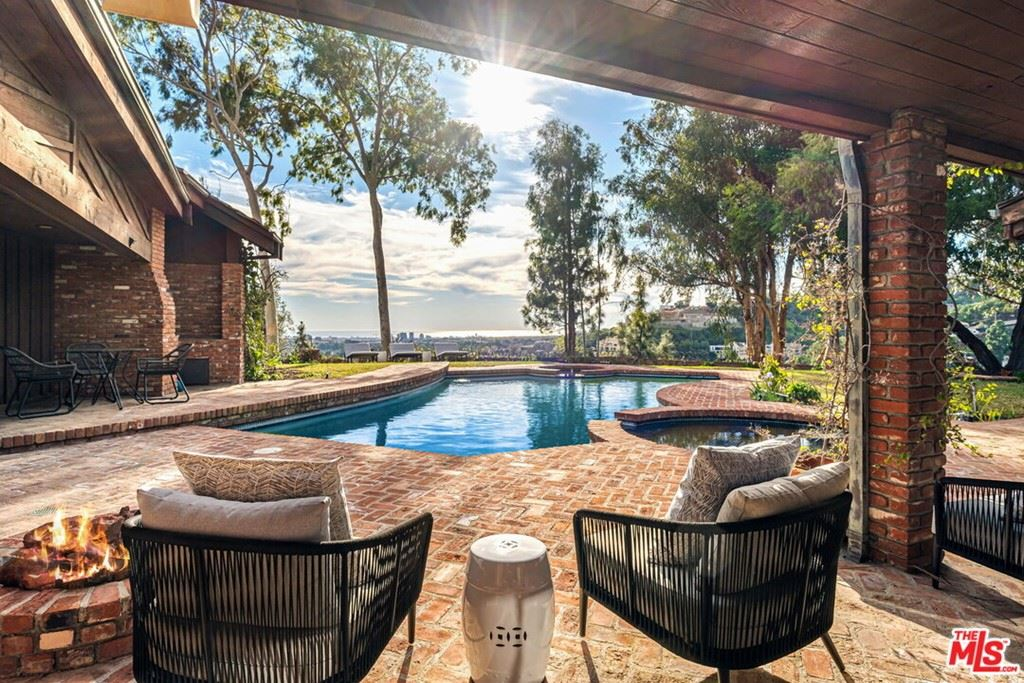 Photo of 1355 BEVERLY ESTATE Drive, Beverly Hills, CA 90210 (MLS # 21725040)
