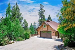 Photo of 418 Annandale Drive, Lake Arrowhead, CA 92352 (MLS # EV18144043)