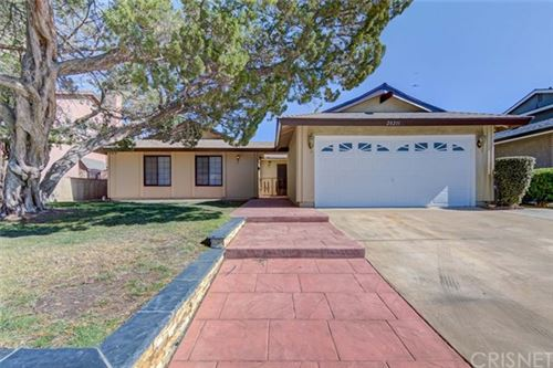 Photo of 20211 Lakemore Drive, Canyon Country, CA 91351 (MLS # SR21069043)