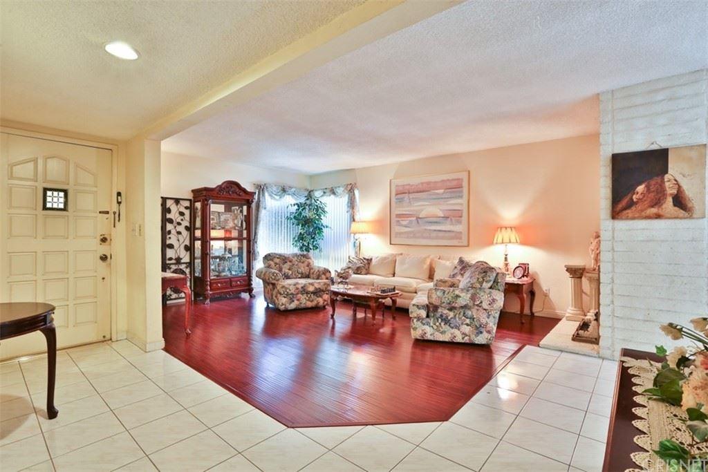 Photo of 11838 Paso Robles Avenue, Granada Hills, CA 91344 (MLS # SR21227046)