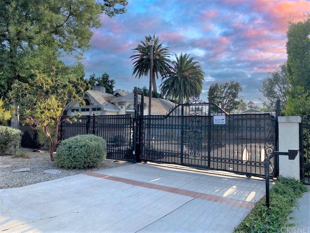 Photo of 5815 Calvin Avenue, Tarzana, CA 91356 (MLS # SR21193051)