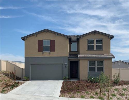 Photo of 28610 Lambent Way, Saugus, CA 91350 (MLS # SR20105056)