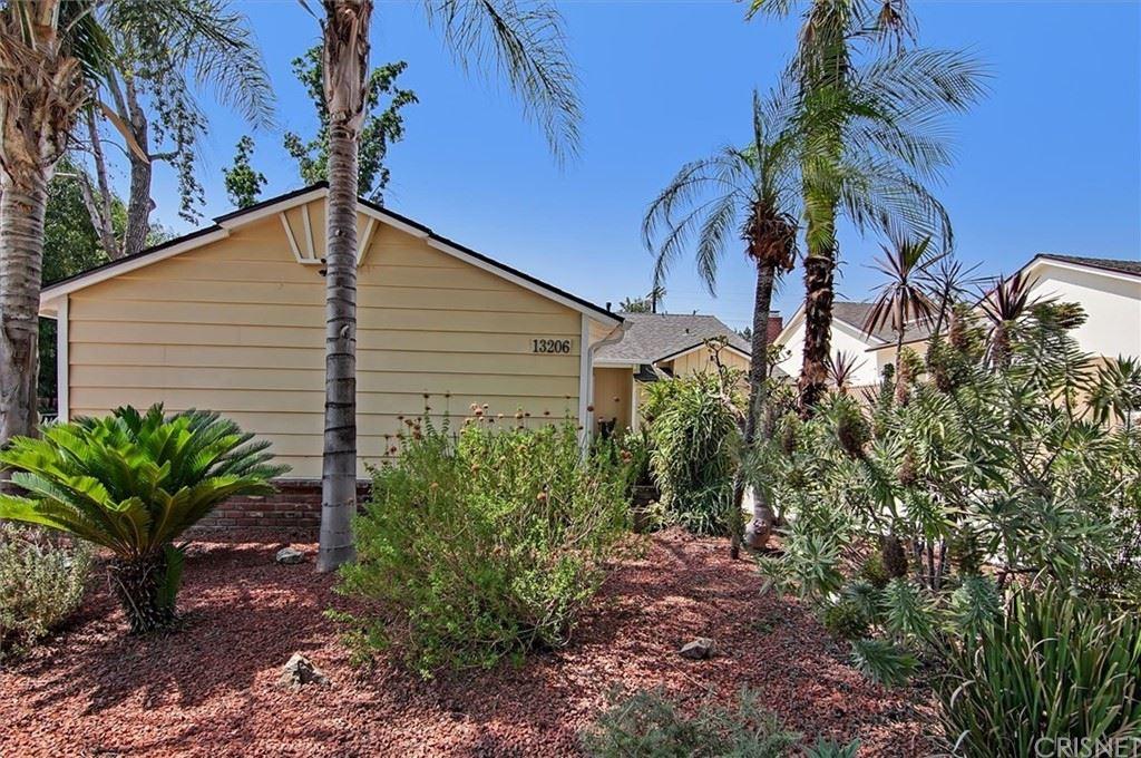 Photo of 13206 Aetna Street, Valley Glen, CA 91401 (MLS # SR21157056)